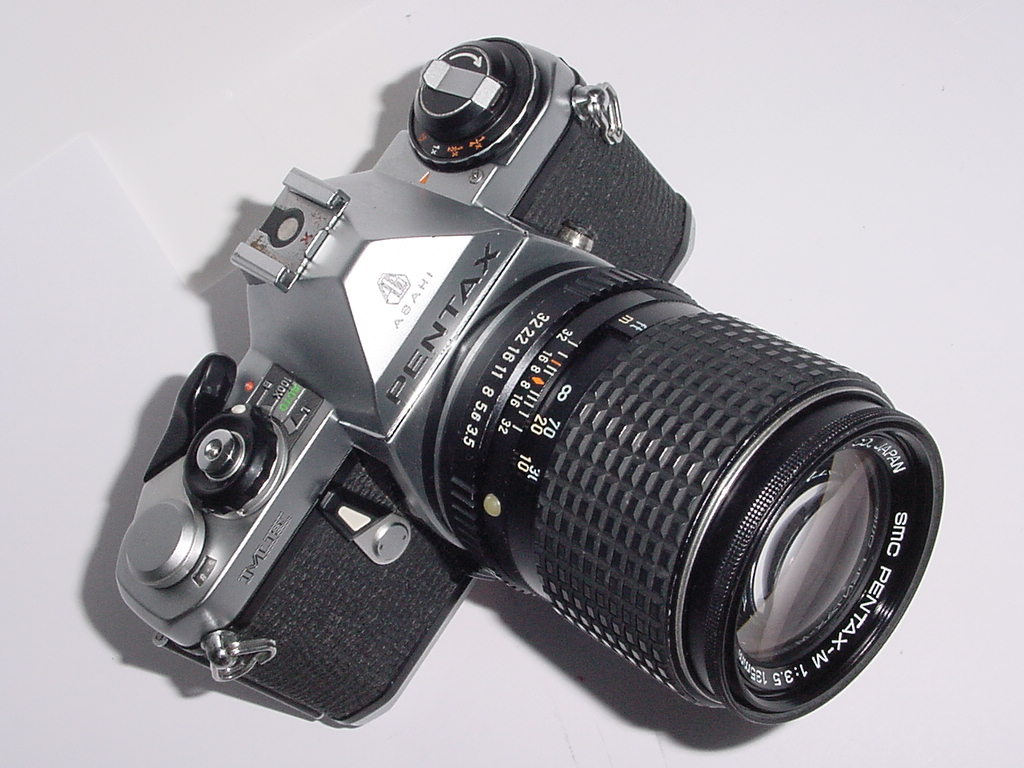 Pentax ME 35mm Film Manual SLR Camera w/ Pentax-M 135mm F/3.5 SMC Lens