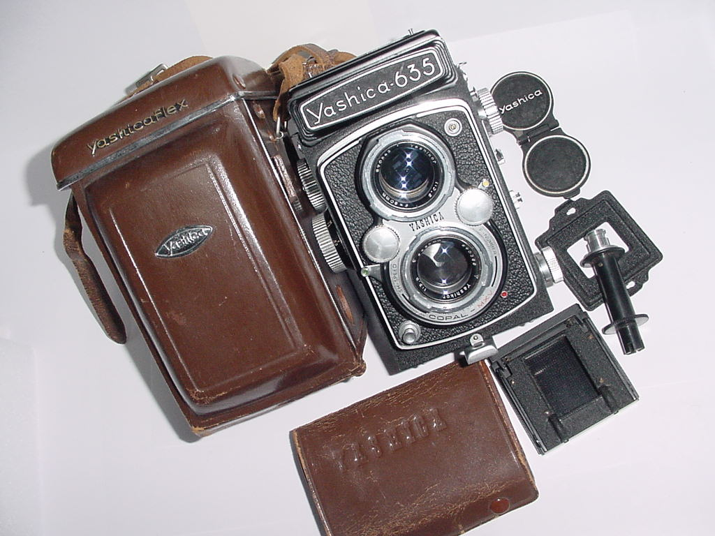 YASHICA 635 ST TLR 120 Medium Format Film Camera with 80mm F/3.5 Lens