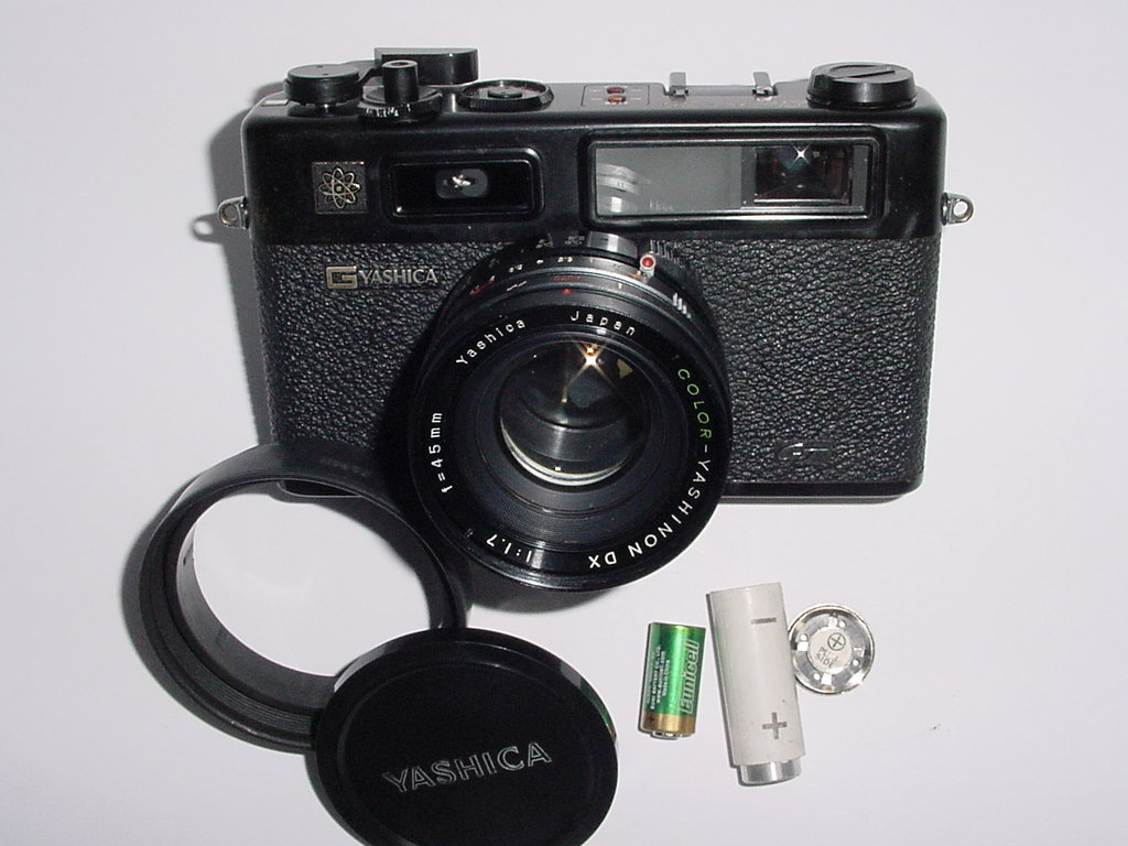 YASHICA ELECTRO 35 GT 35mm Film Rangefinder Camera w/ 45mm F/1.7 Lens - Black