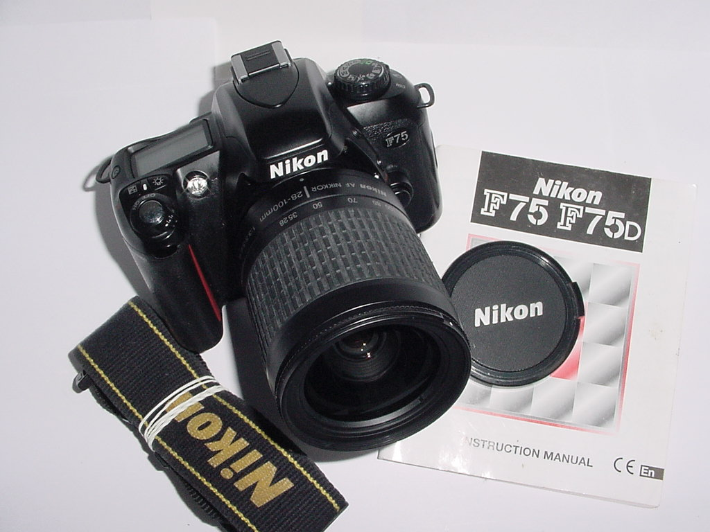 Nikon F75 35mm Film SLR Camera w/ Nikon 28-100mm f3.5-5.6 G Zoom Lens