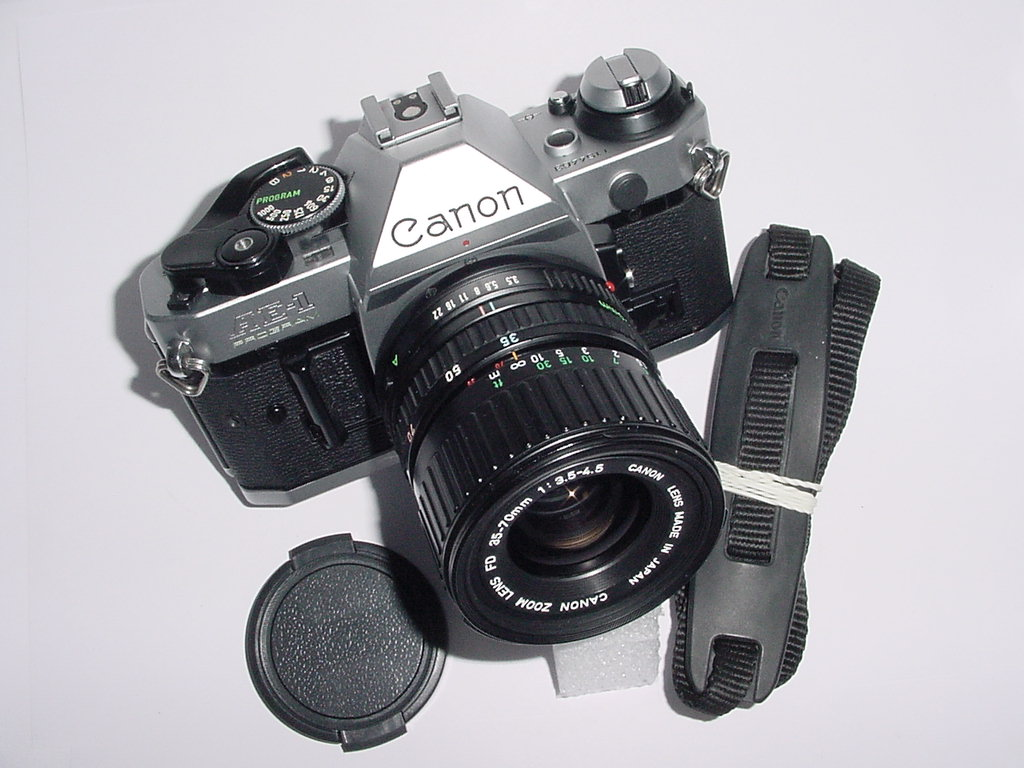 Canon AE-1 Program 35mm SLR Film Manual Camera + 35-70mm F/3.5-4.5 FD Zoom Lens