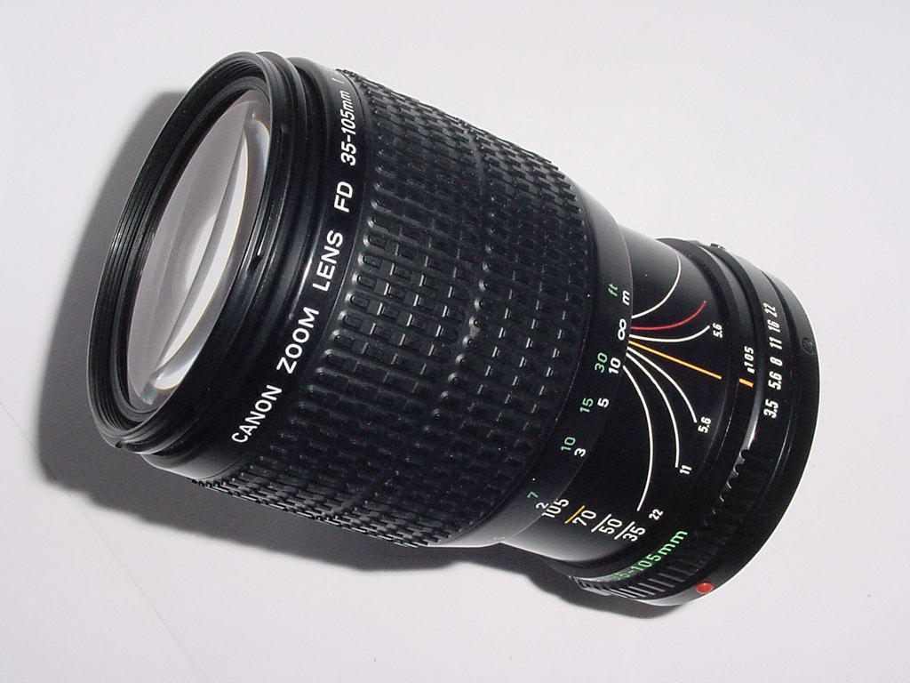 Canon 35-105mm F/3.5-4.5 FD MACRO MANUAL FOCUS Zoom Lens