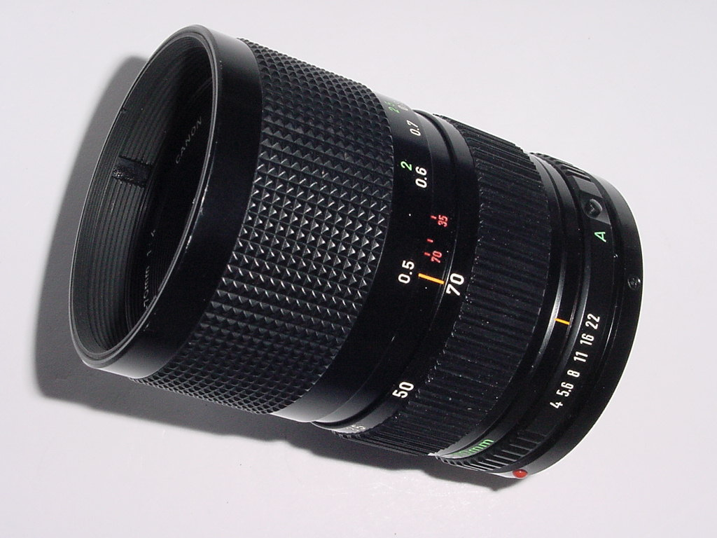 CANON 35-70mm F/4 FD MANUAL FOCUS ZOOM LENS