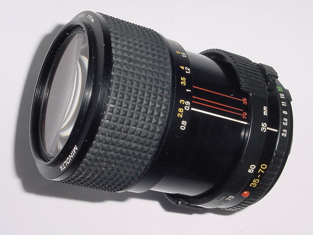 Minolta 35-70mm F/3.5 MD Manual Zoom MACRO Lens