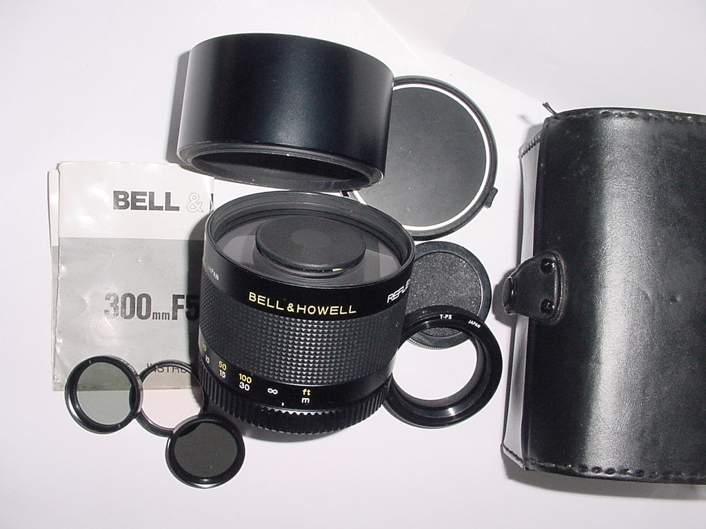BELL & HOWELL 300mm F/5.6 T-Mount Mirror Compact Lens + M42 Mount Ring