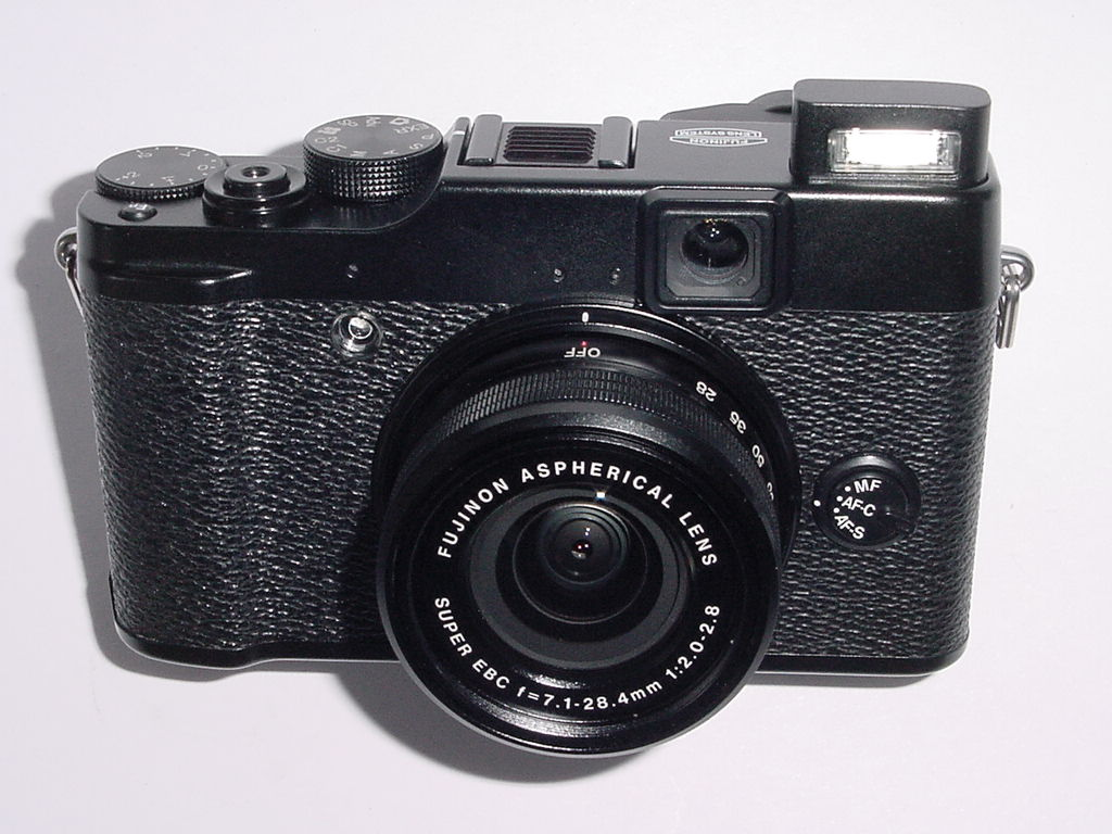 Fujifilm FinePix X10 12.0MP Digital Camera w/ 7.1-28.4mm F/2.0-2.8 Zoom Lens