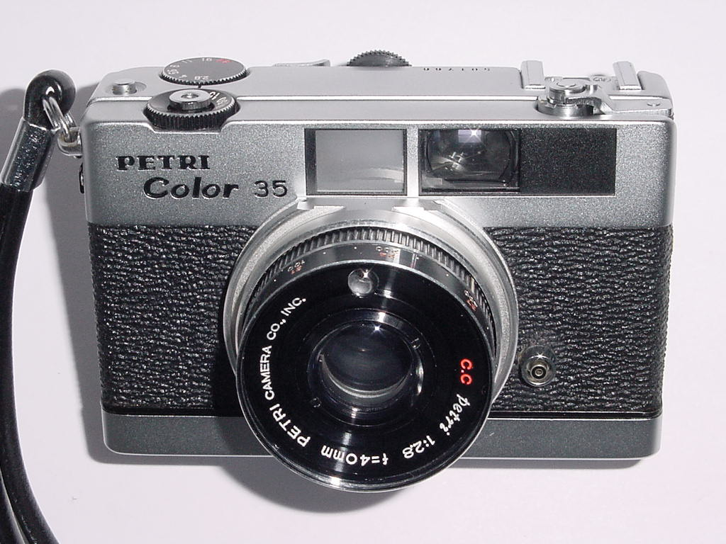 PETRI COLOR 35 35mm Film Manual Point & Shoot Camera with 40mm F/2.8 Lens