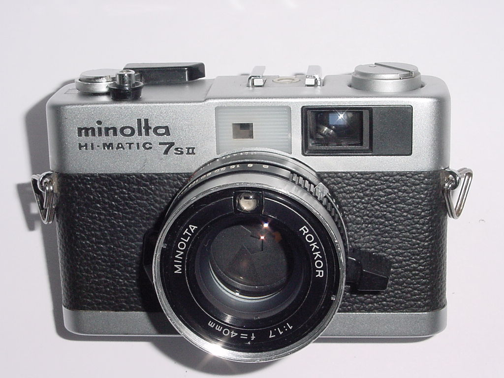 minolta HI-MATIC 7SII 35mm Film Rangefinder Camera w/ ROKKOR 40mm F/1.7 Lens