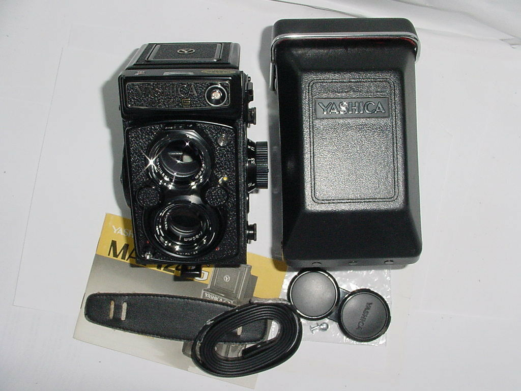 YASHICA Mat-124 G TLR 120 Medium Format Film Camera with 80mm F/3.5 TWIN Lens