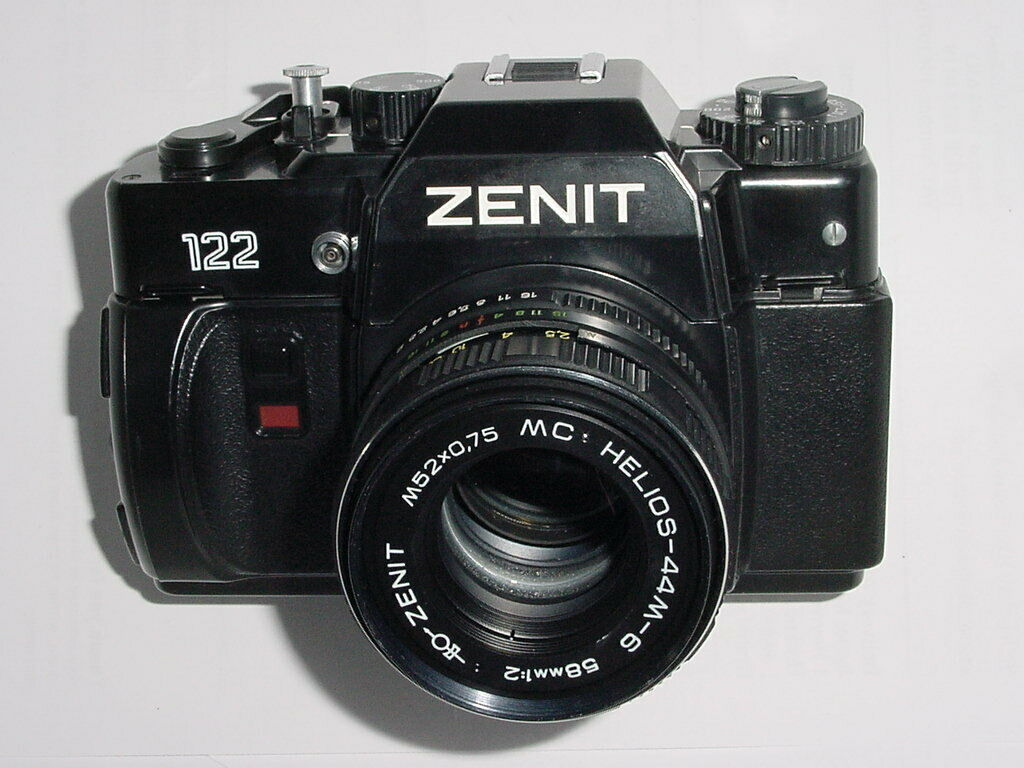 ZENIT 122 35mm Film SLR Manual Camera with 58mm F/2 Helios 44M-6 MC Lens
