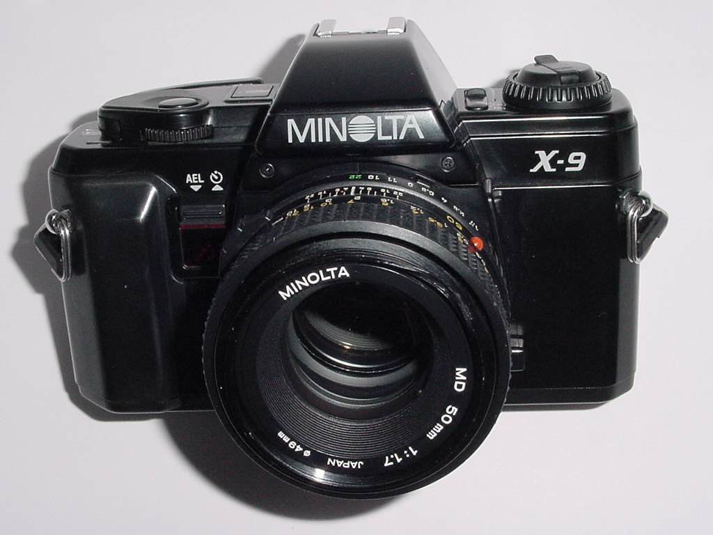 MINOLTA X-9 35mm Film SLR Manual Camera with Minolta 50mm F/1.7 MD Lens