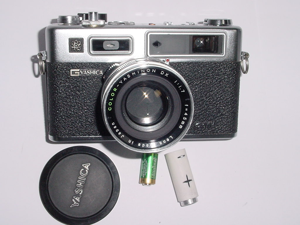 YASHICA ELECTRO 35 GSN 35mm Film Rangefinder Camera with 45mm F/1.7 Lens