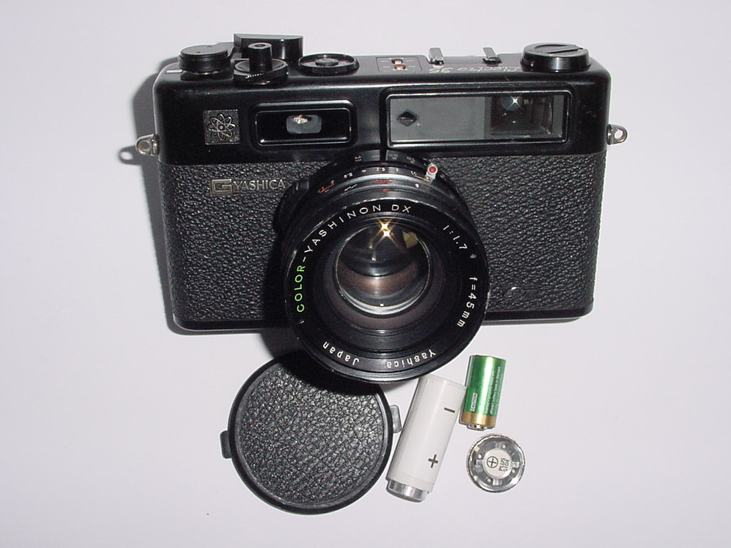 YASHICA ELECTRO 35 GT 35mm Film Rangefinder Camera w/ 45mm F1.7 Lens - Black