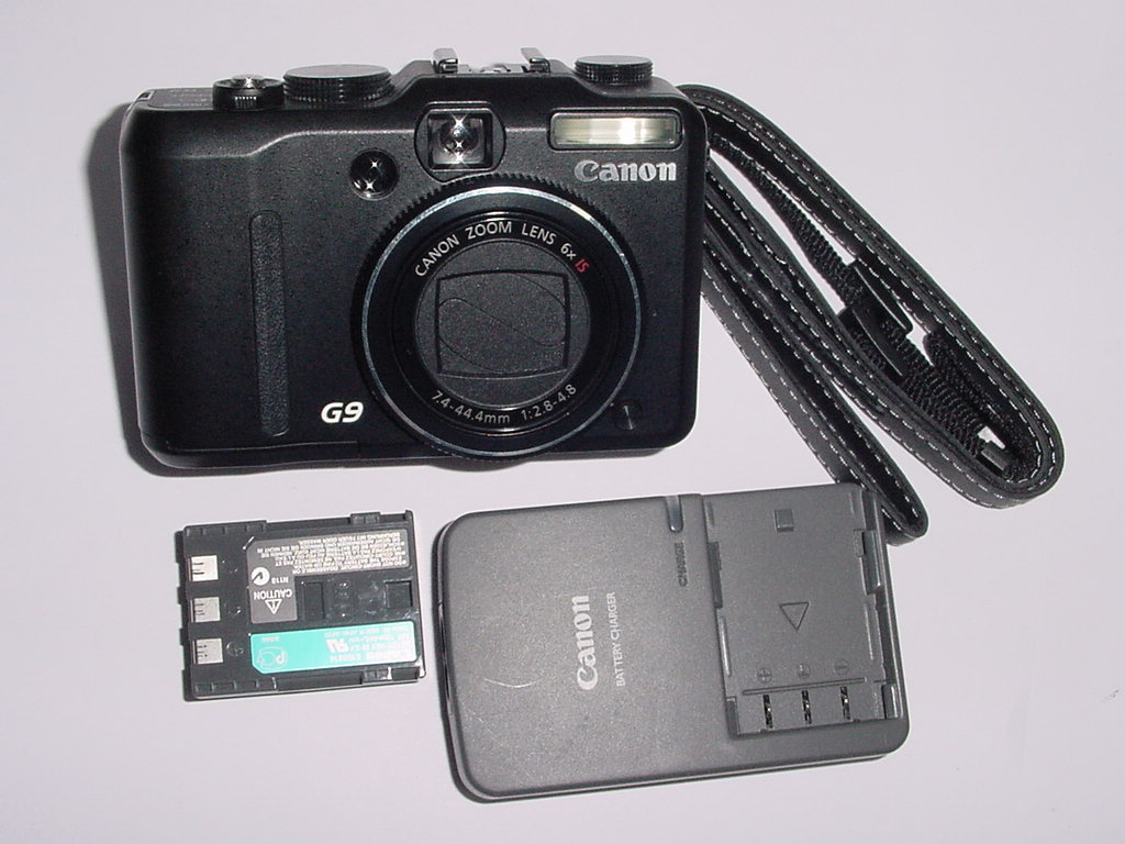 Canon PowerShot G9 12.1MP Digital Camera 7.4-44.4mm f/2.8-4.8 Zoom Lens